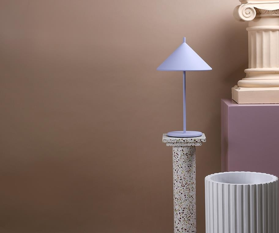 HK Living :: Triangle metal table lamp matte lilac, size M